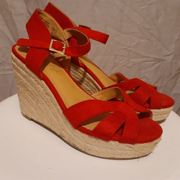 American Eagle Outfitters Shoes - AMERICAN Eagle Red Wedges